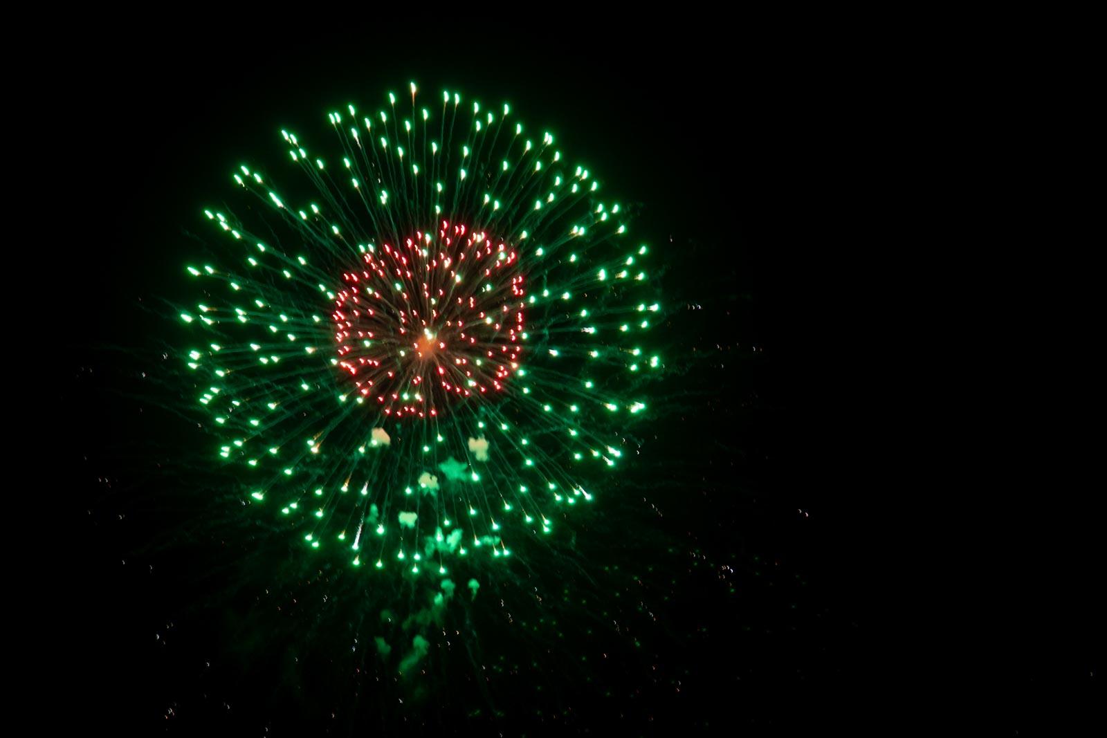 Vuurwerkfoto met een korte sluitertijd