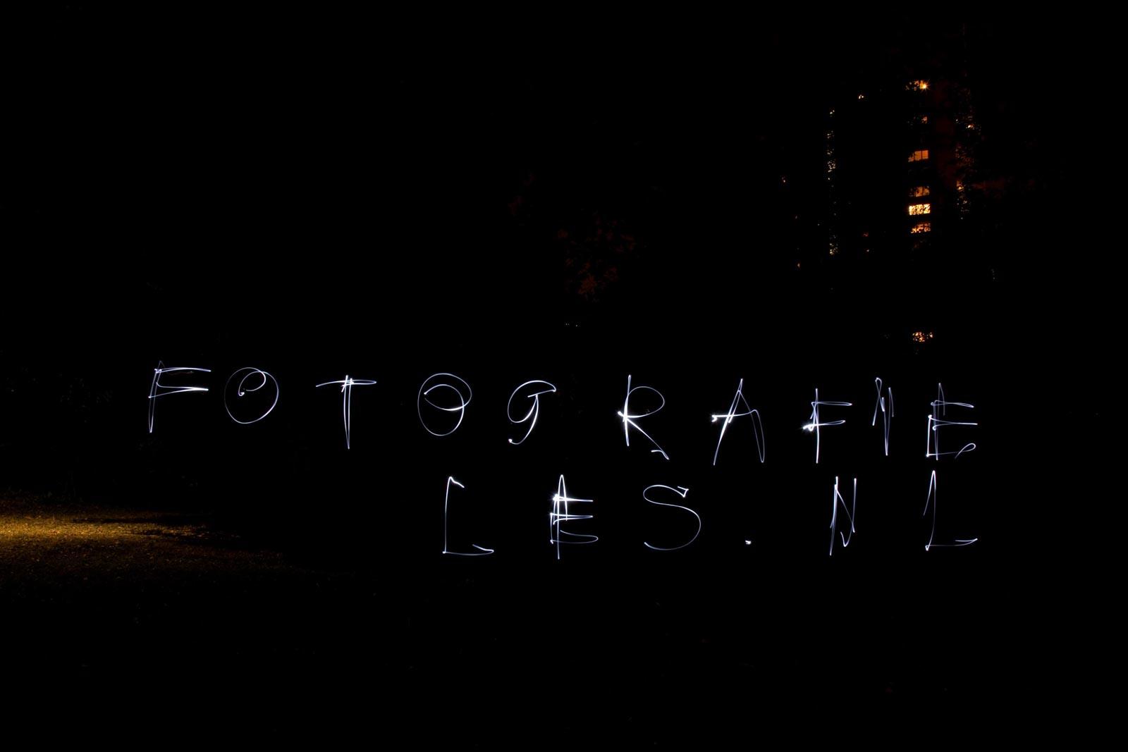 Fotografieles geschreven met een zaklamp