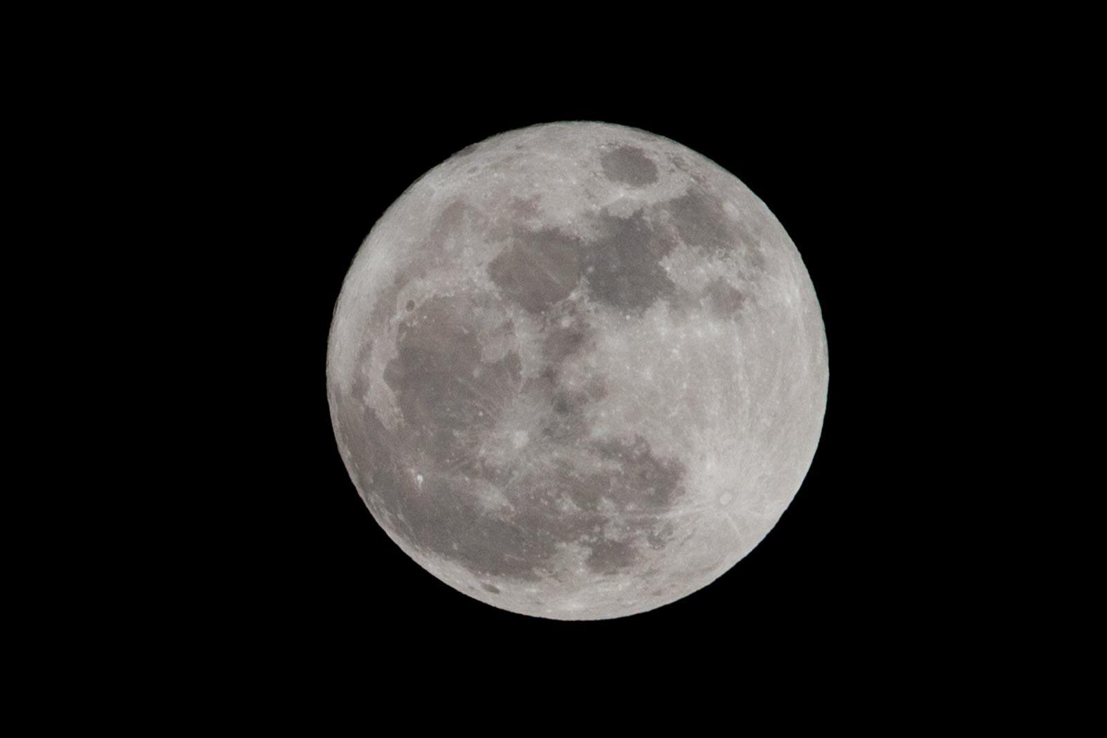 Nachtfoto van volle maan